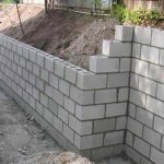 Build with bricks or with concrete blocks