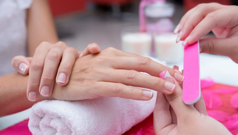 Tips to Polish your Nail Neatly at Home