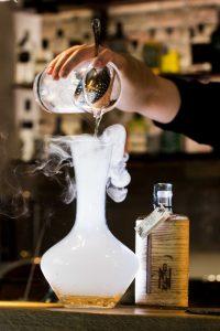 alcohol-bar-bartender